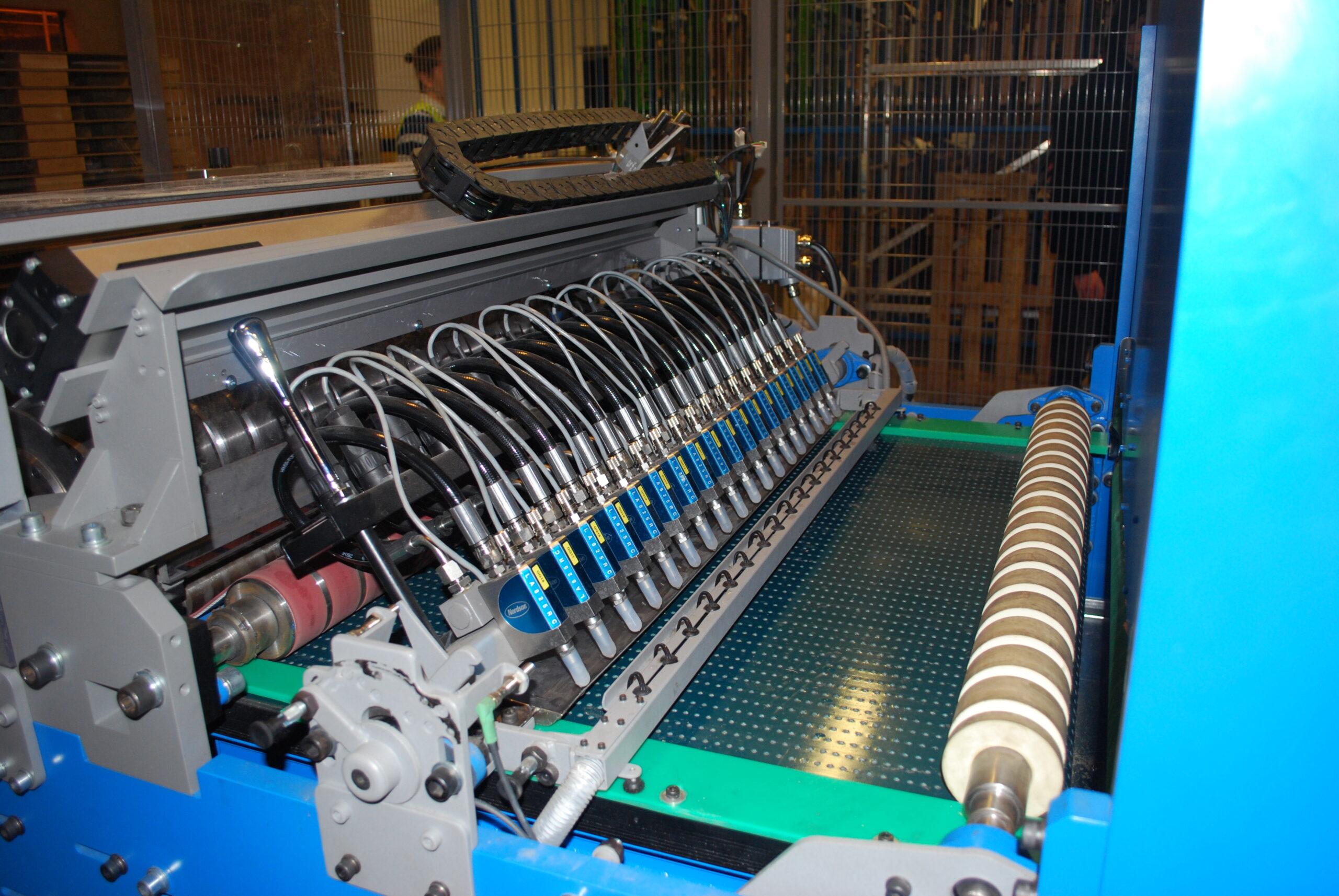 Linia do produkcji palet z tektury falistej