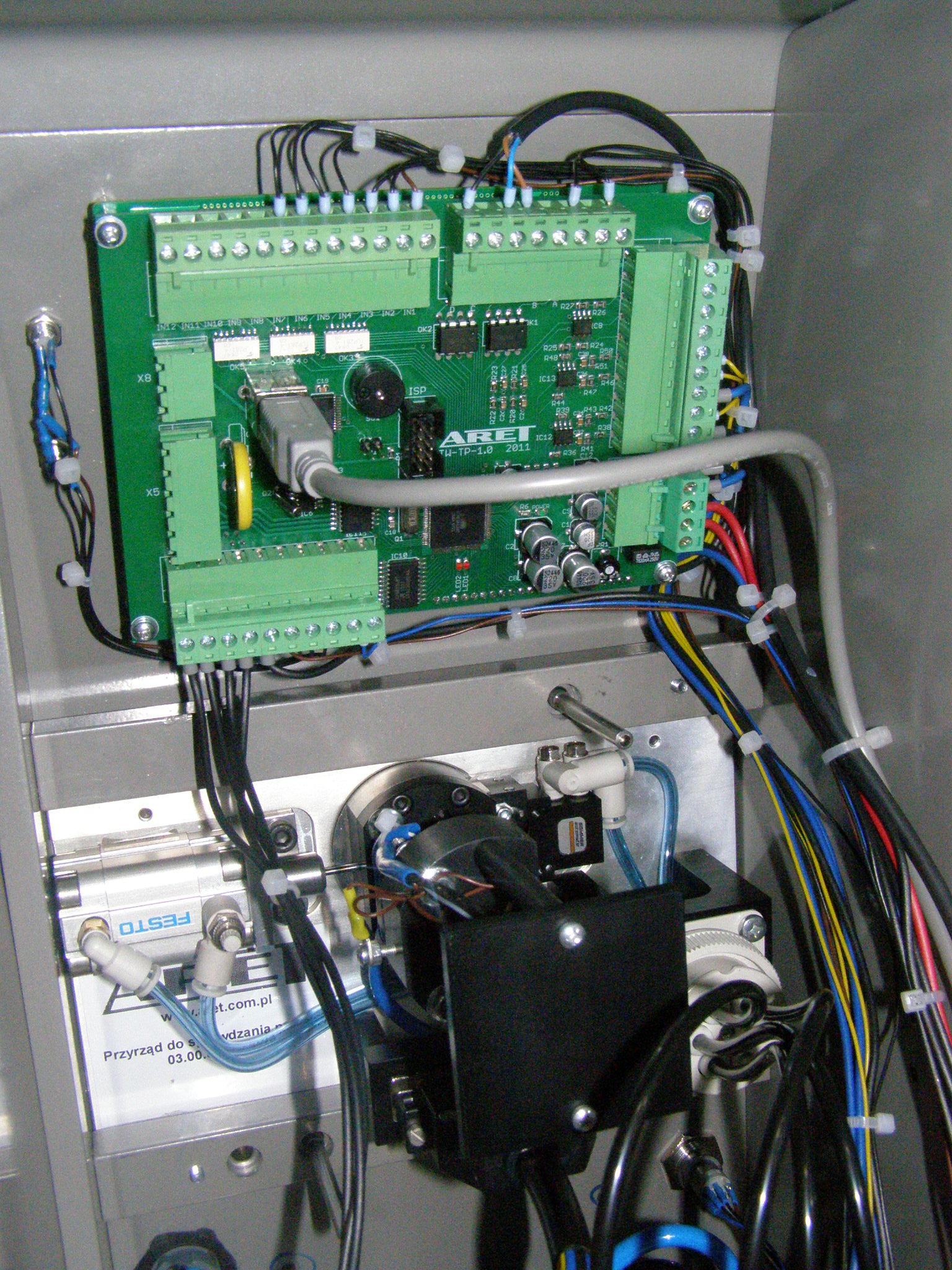 Urządzenie do kontroli czujników klocków hamulcowych